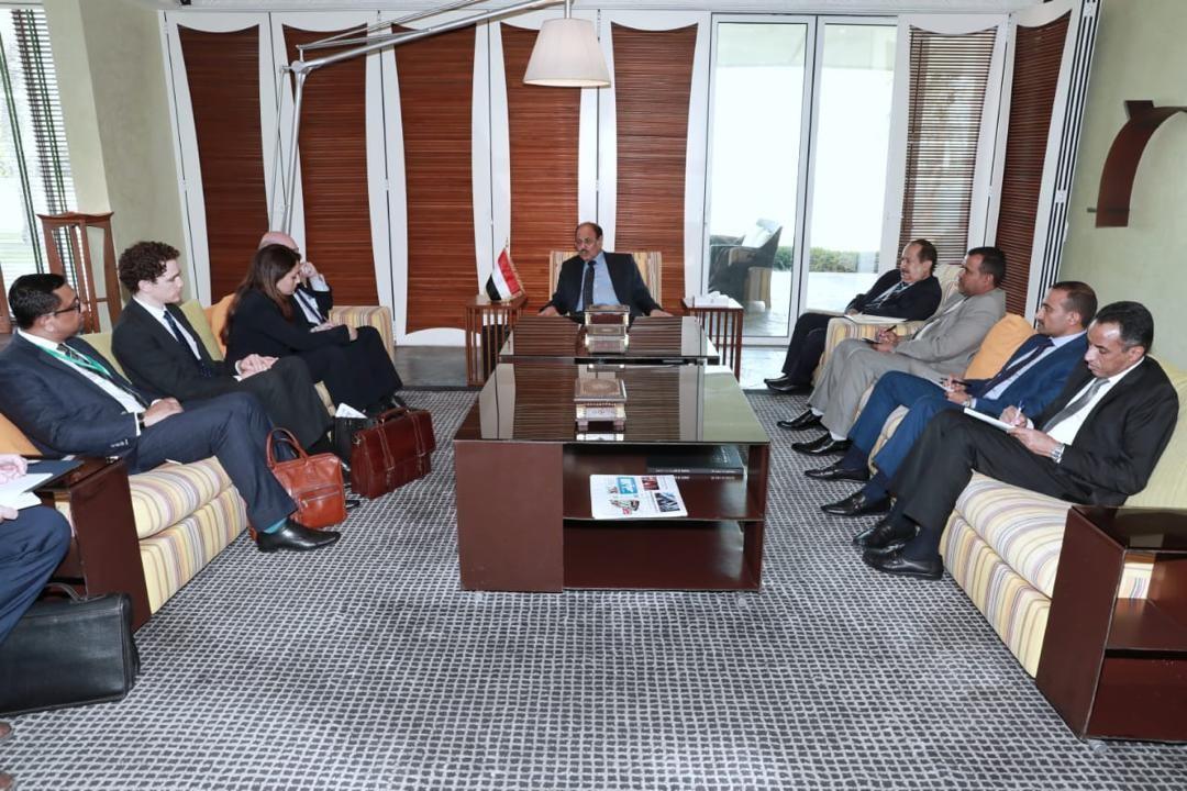 لقاء يجمع الفريق الأحمر بوزير المملكة المتحدة لشؤون الشرق الأوسط